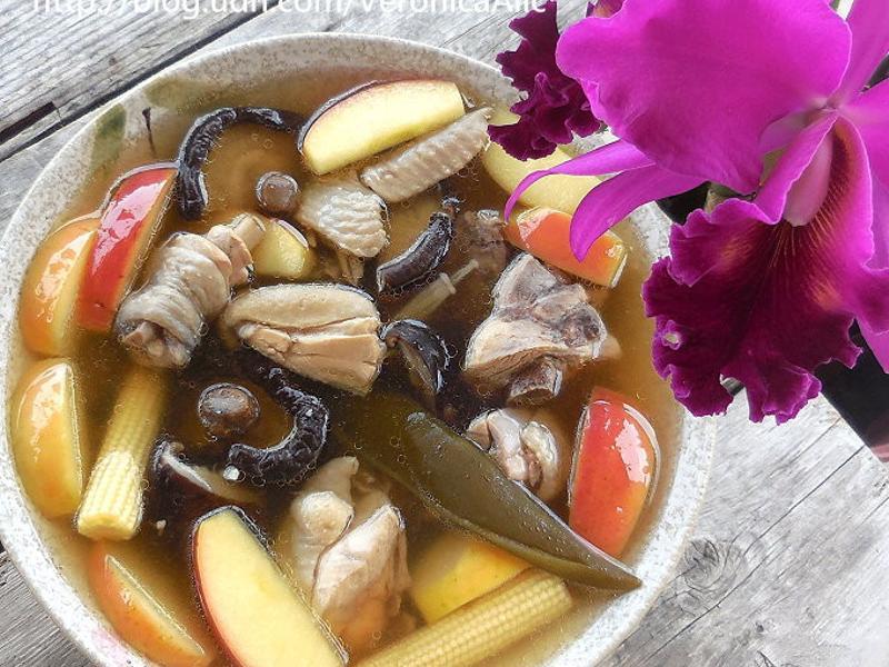 蘋果剝皮辣椒香菇雞湯