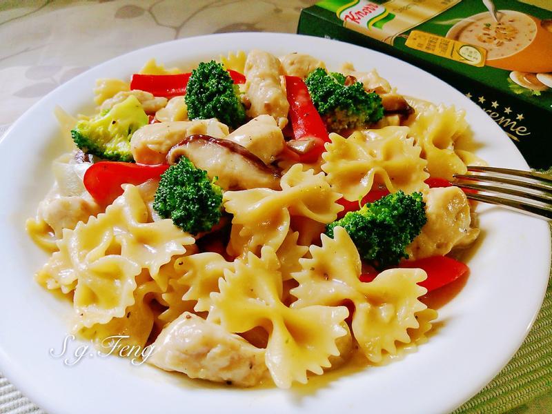 白醬蕈菇雞肉義大利麵