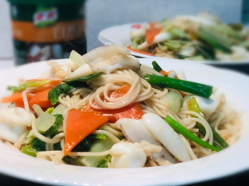 花枝炒麵   /康寶自然鮮嫩雞風味調味料