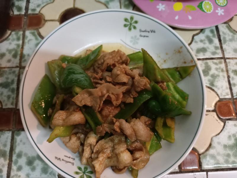 沙茶青椒炒五花肉片