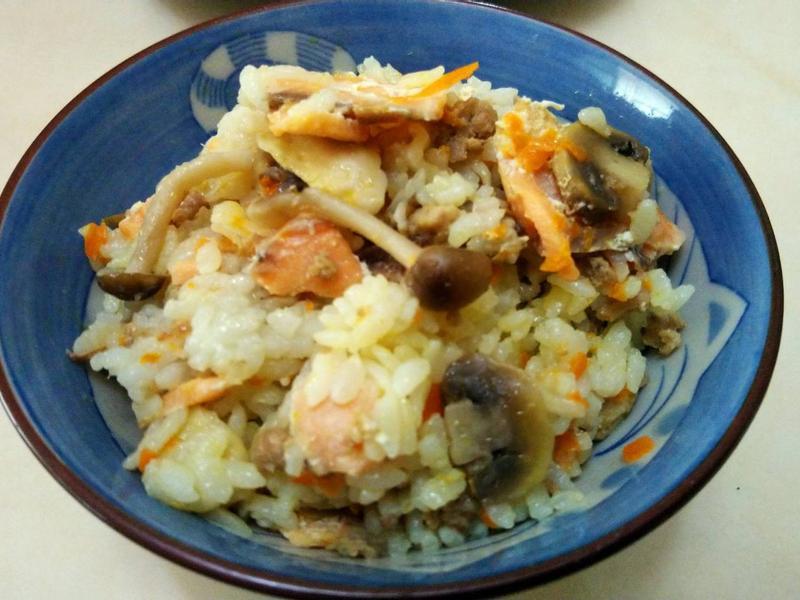 冷燻鮭魚豬肉炊飯(海陸炊飯)
