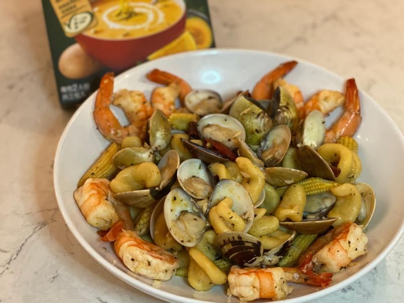 清炒鮮蝦蛤蜊南瓜耳朵麵