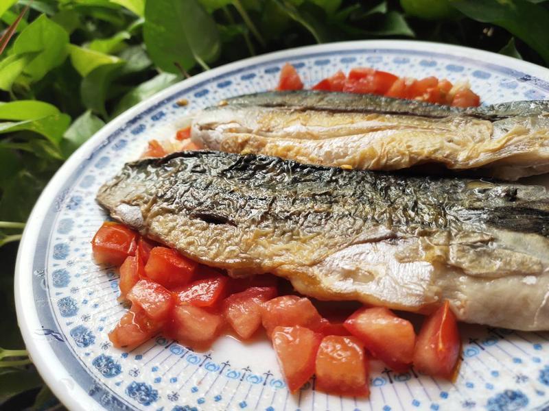 煎鯖魚佐酸味醬汁