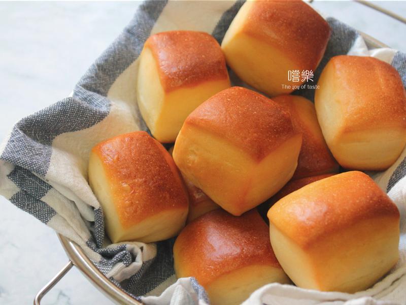 一口煉乳石疊麵包