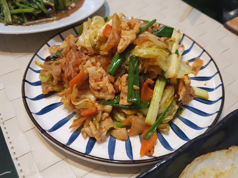 蒜香高麗菜炒泡菜豬肉