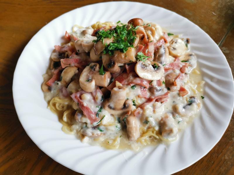蘑菇、培根「台灣麵」