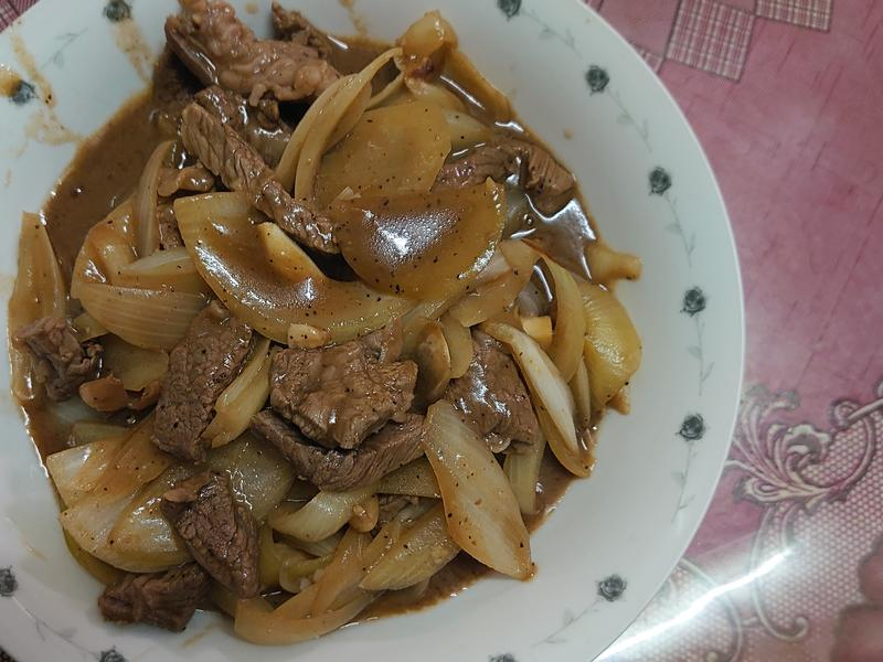 黑胡椒洋蔥炒牛肉