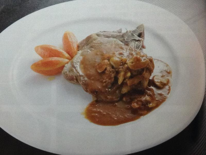 #煎帶骨豬排附褐色洋菇醬
