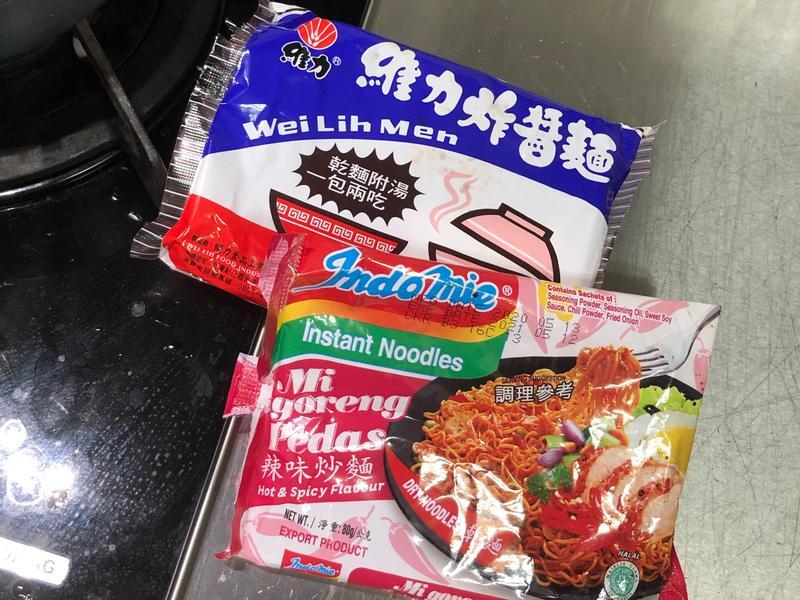 泡麵-維力炸醬麵+印尼泡麵(辣)