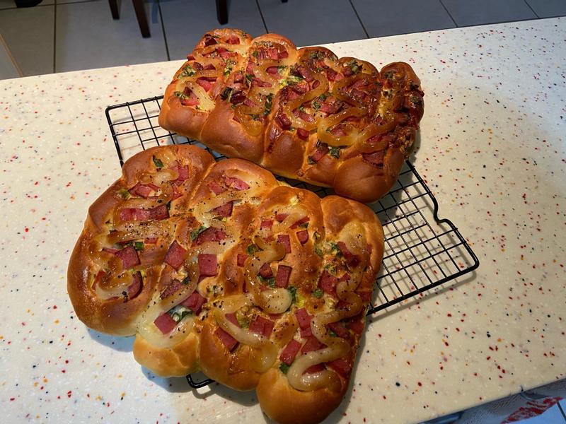 火腿蔥花麵包