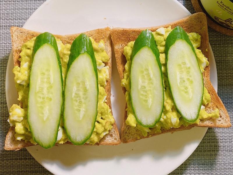 黃瓜酪梨蛋吐司