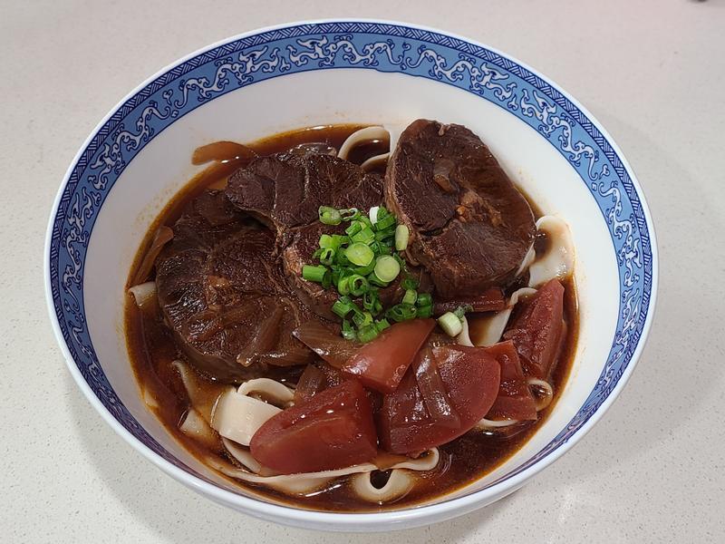 蕃茄紅燒牛肉麵