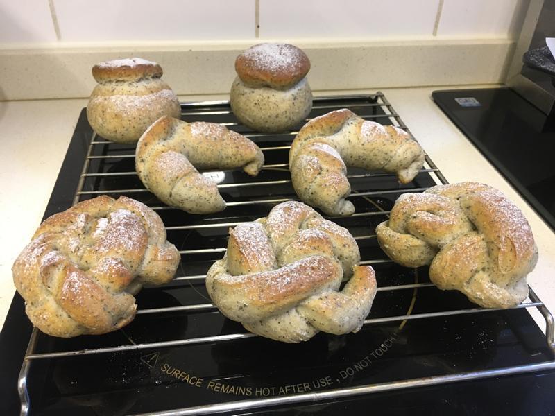 天然酵母芝麻麵包