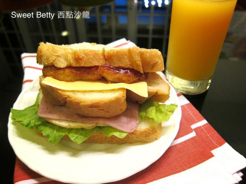 薯餅總匯三明治