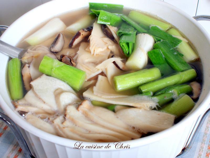 [年菜] 節節高昇(冬筍魷魚蒜湯)