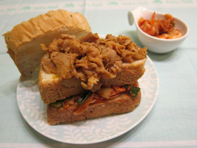 韓式辣炒豬肉片吐司