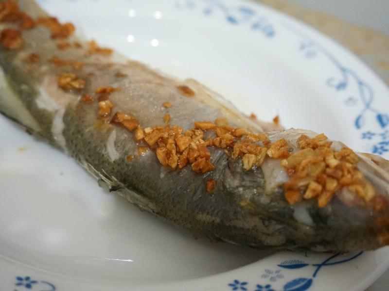 「健康廚房 黃金大廚10分鐘出年菜」年年有餘之蒜香燒魚