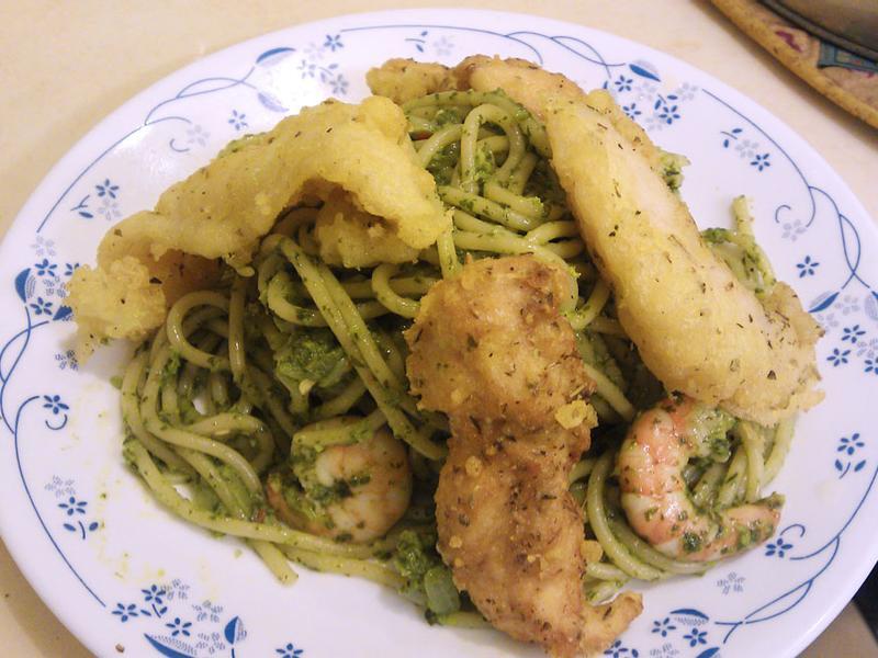 酥炸多利魚/香煎雞柳佐青醬鮮蝦直麵