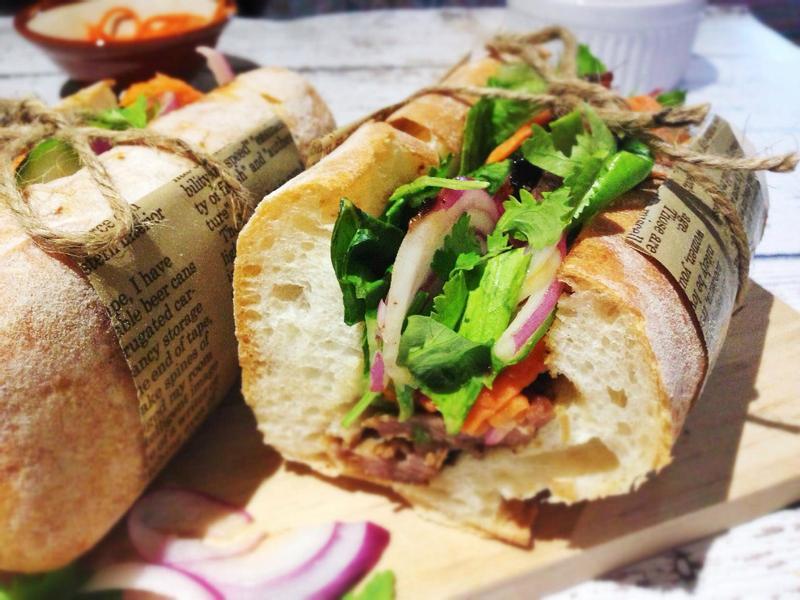 越南烤肉三明治 Vietnamese Grilled Pork Sandwich (Bánh Mi Thịt)
