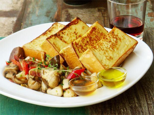 厚片雞蛋多士配地中海辣菇(初榨橄欖油食譜)