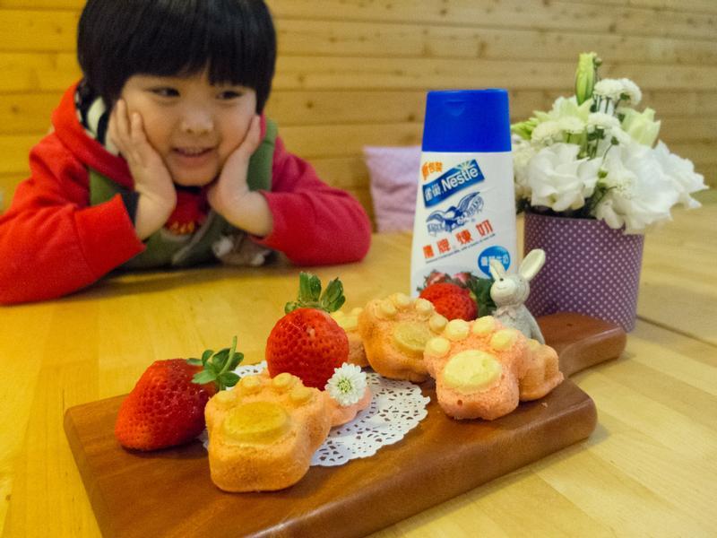 【吳双の親子食堂】草莓就愛鷹牌煉奶之雞蛋糕篇