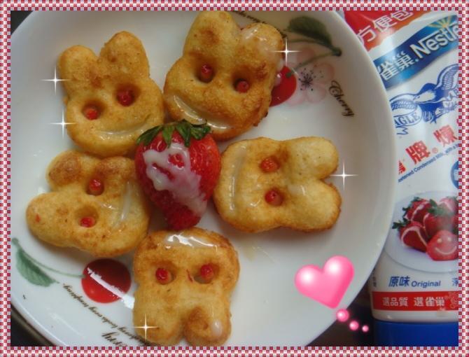 """愛""""煉""""莓莓兔薯餅~草莓就愛鷹牌煉奶"""