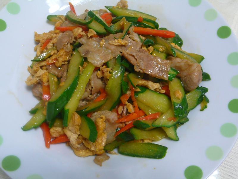 lannni  梅花肉片炒小黃瓜