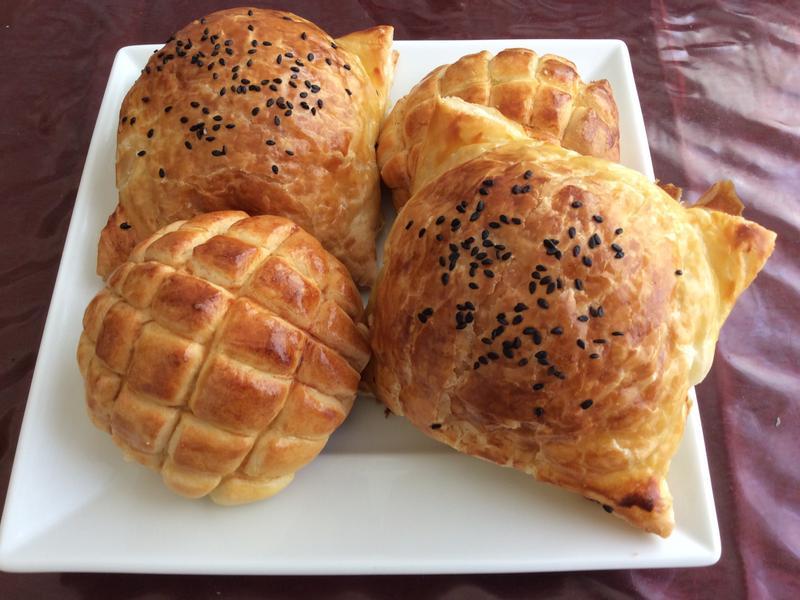 起酥肉鬆麵包&菠蘿包