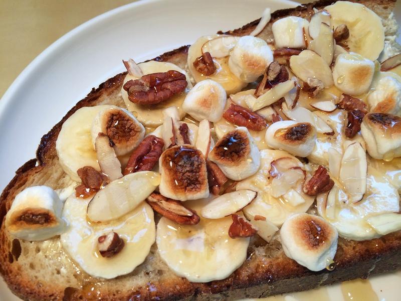 蜂蜜棉花糖核果香蕉吐司