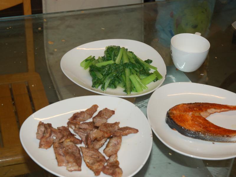 烤霜降豬肉+煎鮭魚+炒A菜
