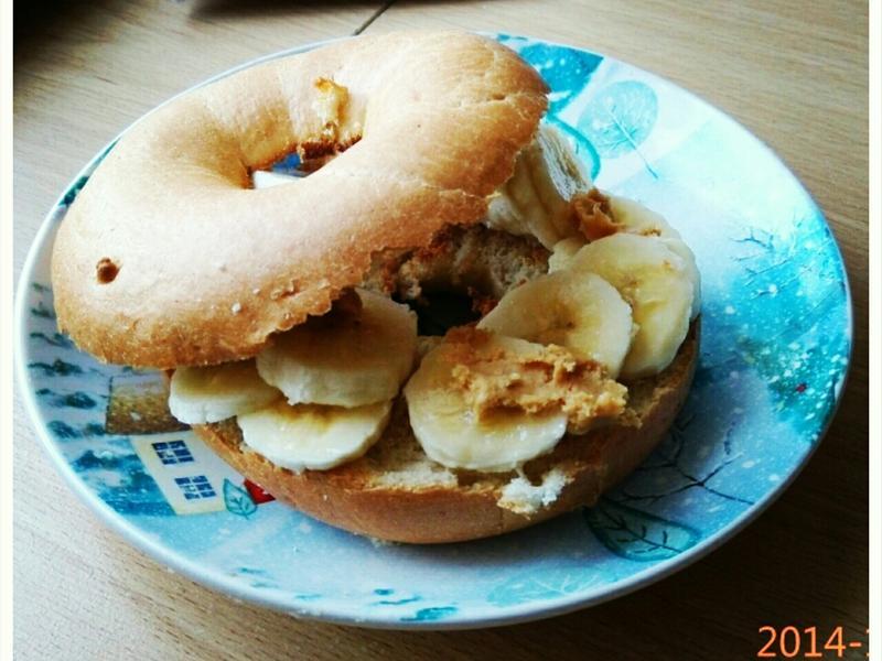 快速簡易料理--香蕉花生醬貝果