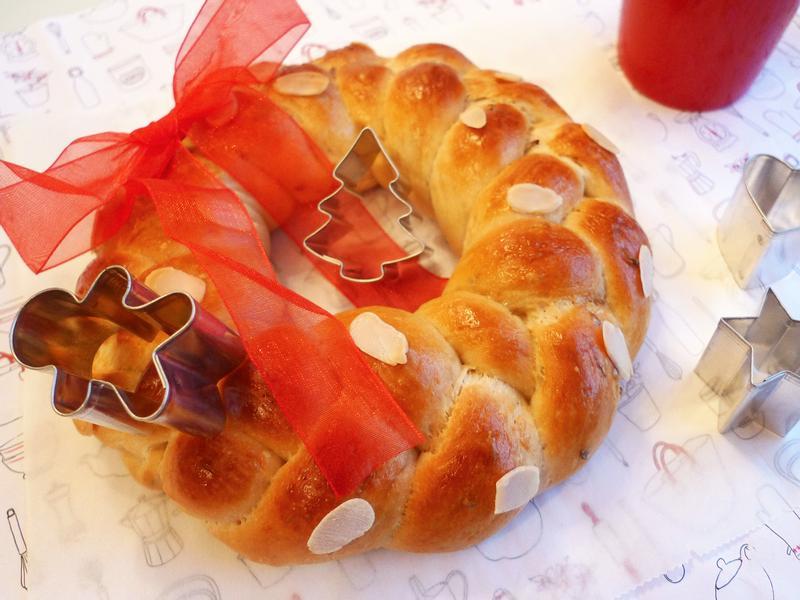 聖誕辮子花圈麵包