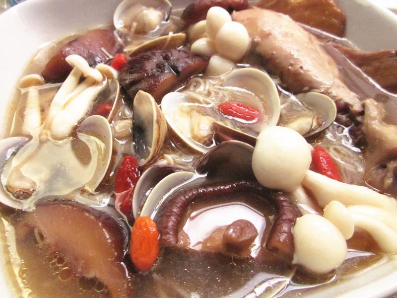 麻油香菇雞蛤蜊鍋【小七食堂回家煮】