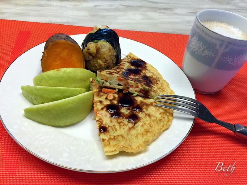 早午餐 - 蔬菜蛋餅、蒸地瓜、飯糰、水果