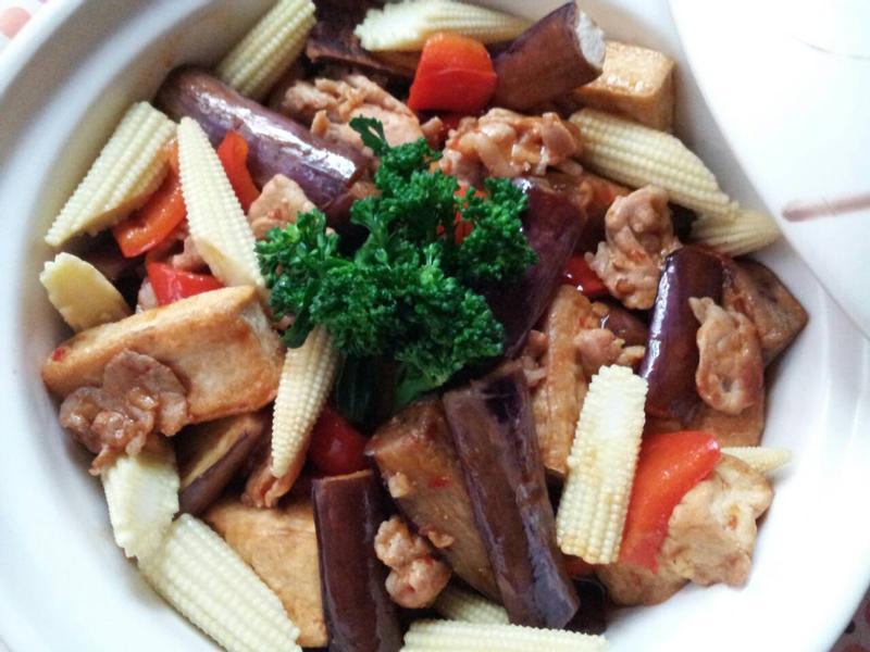 魚香茄子肉片豆腐煲