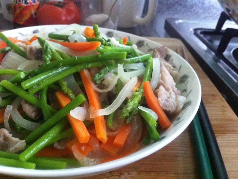 【胡蘿蔔洋蔥炒蘆筍】清甜x鮮豔