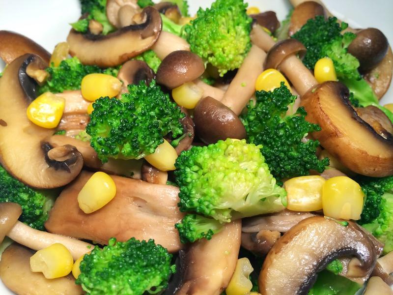 蔬食下飯菜~醬香綠花椰綜合菇
