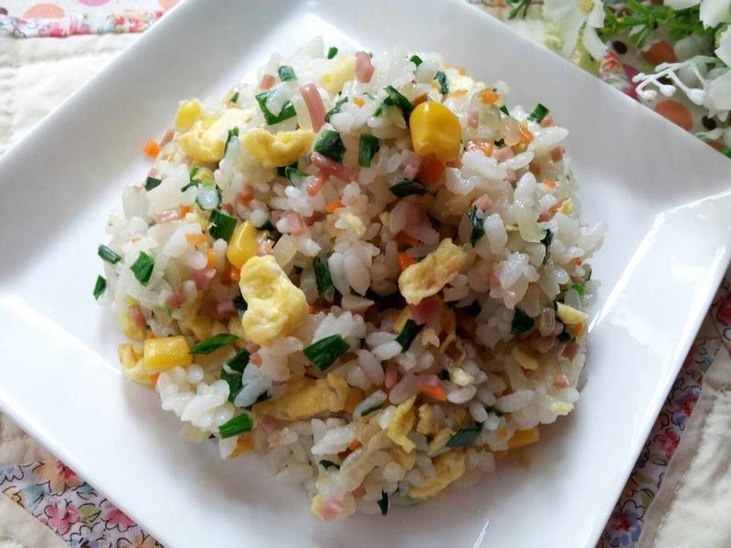 清冰箱料理 ~ 韮菜火腿蛋炒飯