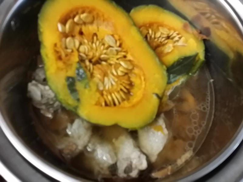 簡易南瓜香菇排骨湯