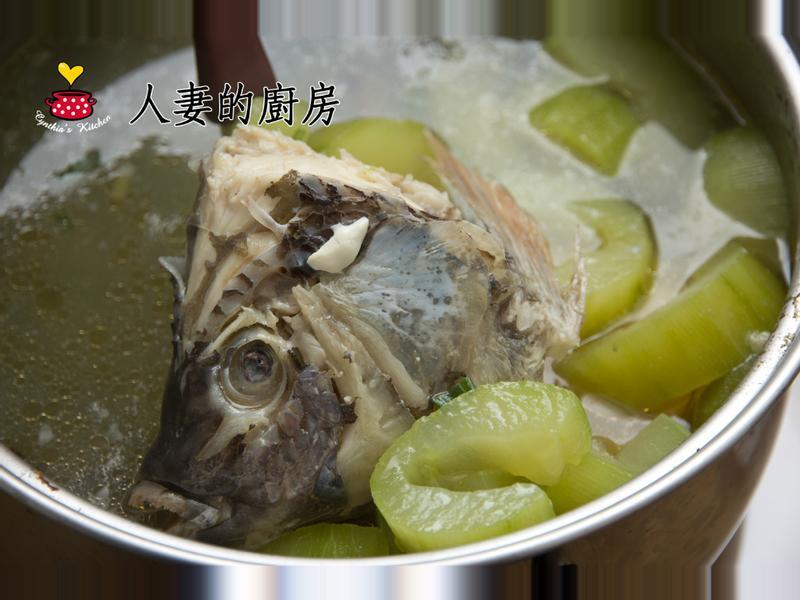 人妻的廚房--大黃瓜吳郭魚湯