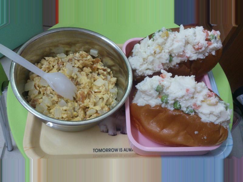 隨意早餐~繽紛洋芋沙拉+洋蔥炒蛋