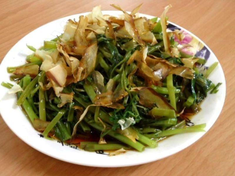 ●清爽不澀之柴魚水炒空心菜