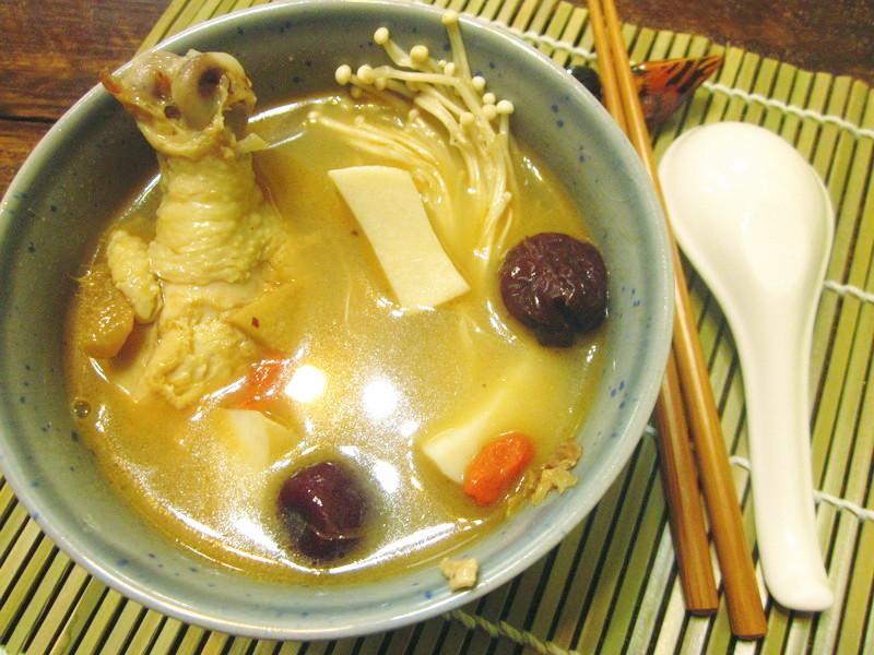 菇菇養生麻油雞