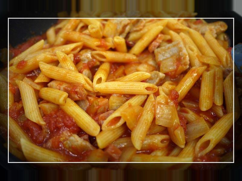 自製鹹豬肉辣味茄汁鉛筆麵