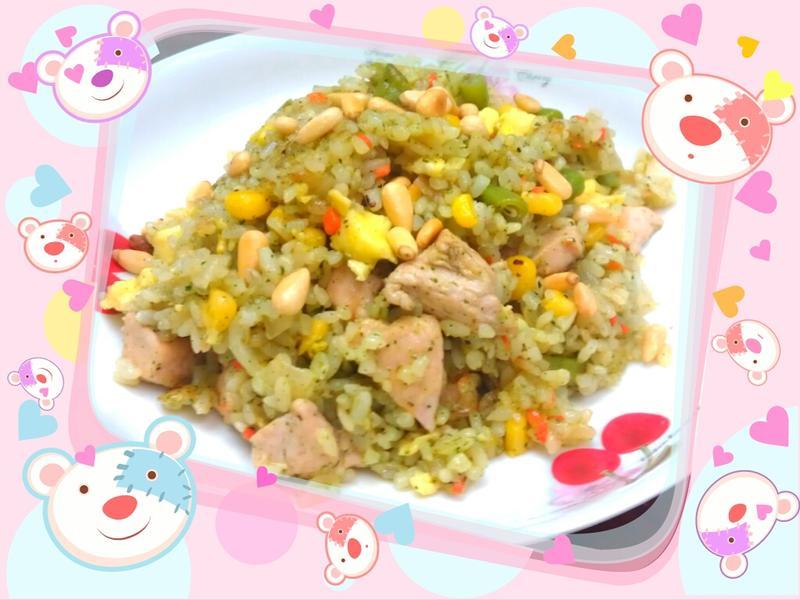 《剩飯系列》松子青醬雞肉炒飯