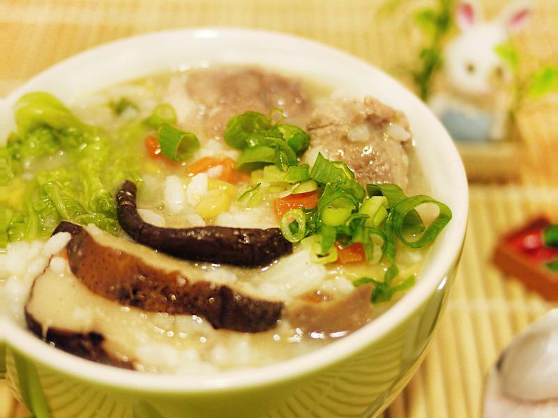 排骨玉米菇菇粥【電鍋料理】