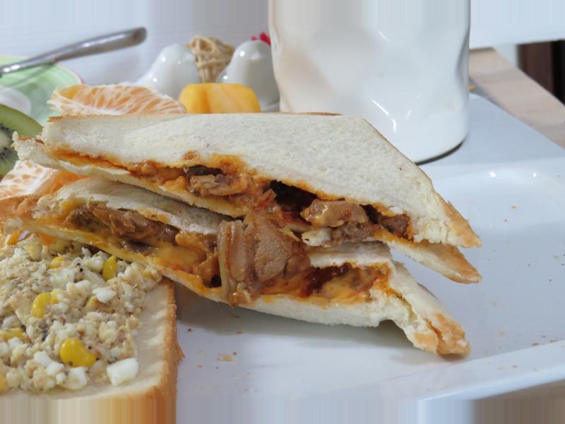 【酷味雞】起司茄汁雞腿三明治