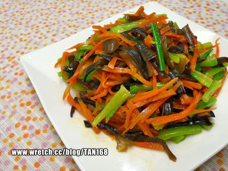 家常(芹菜&紅蘿蔔)炒木耳【5】