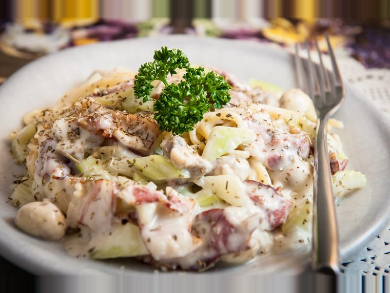 臘肉白醬義大利麵