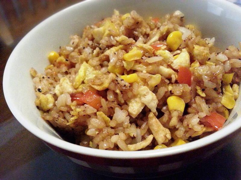 蔬食 ❤ 彩椒洋蔥蛋炒飯 ❤